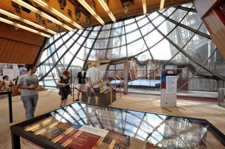 Moatti-Riviere-Eiffel-Tower-Renovation7-e1394636886925