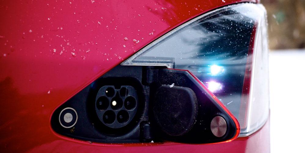 Tesla-S-charge-socket