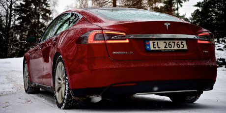 Tesla-S-rear