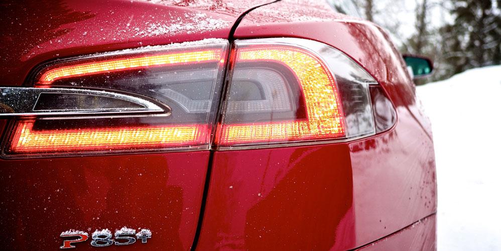 Tesla-S-rear-light