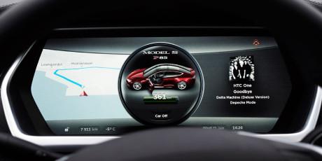 Tesla-S-speedo-navi
