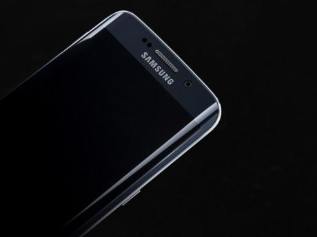 Galaxy_S6_edge_Black_Sapphire_Art_Photo-1024x768