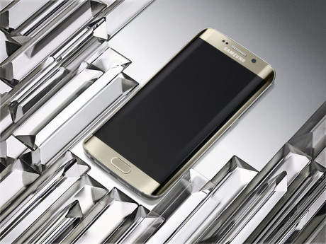 Galaxy_S6_edge_Gold_Platinum_Art_Photo3-1024x767