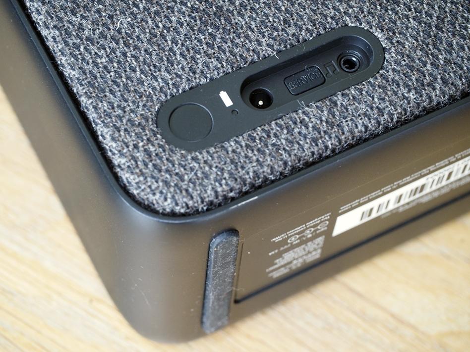 Du kan også koble til en analog lydkilde bak på høyttalerens linjeinngang.