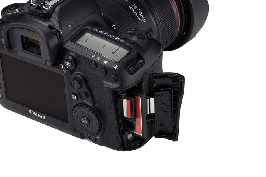 Två kortplatser, en för SD- och en för CF-kort. Men inte CFast. Foto: Canon