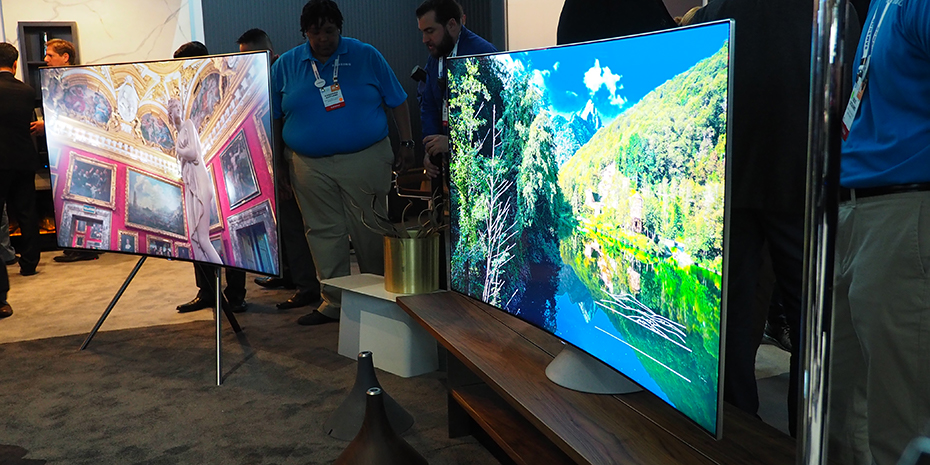 Betraktningsvinkeln är markant förbättrad, nu är färgerna fina även från sidan. Samsung har för övrigt fortfarande konkava skärmar i Q8- och Q7-serierna. Foto: Geir Gråbein Nordby