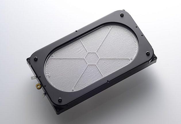 Det store elektrostatelementet flytter mye luft, det merker du på bassgjengivelsen.