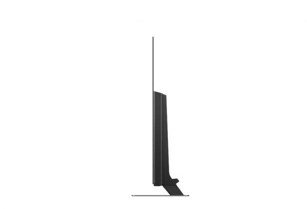 Panasonics OLED-skjerm er syltynn ute i kantene, mens den blir litt tykkere der all elektronikken sitter. Byggekvaliteten er upåklagelig.