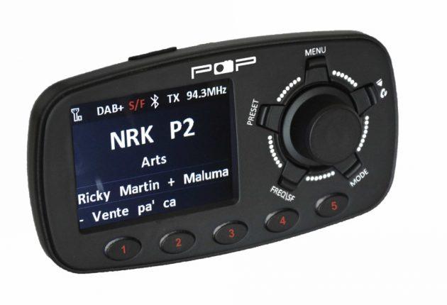 Belyste direktevalgsknappe for radiostasjoner, og fargeskjerm, er et pluss.