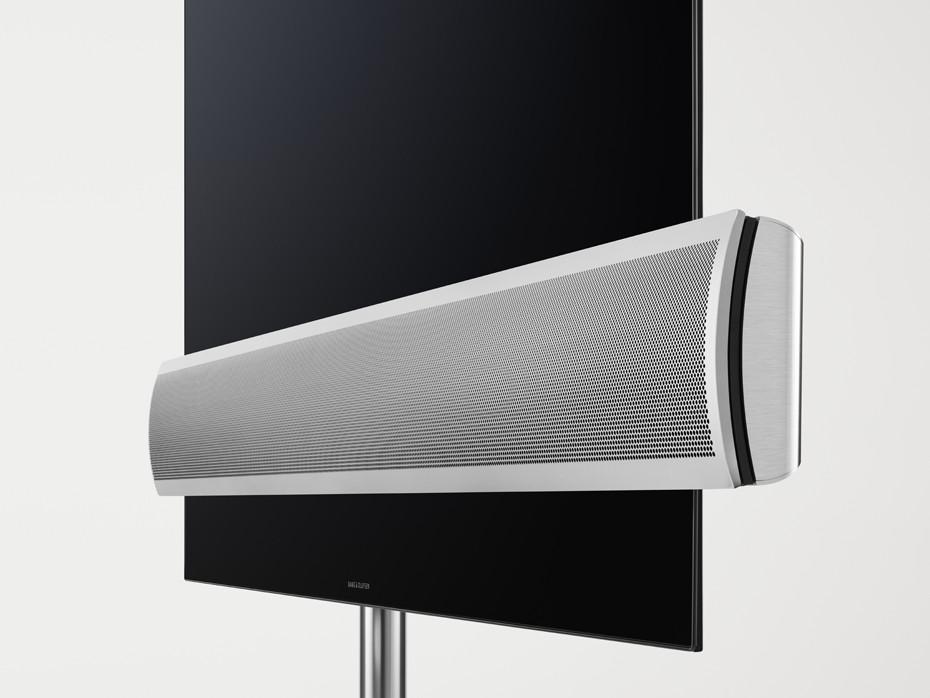 Integrerad soundbar. Det är nästan lockande att kalla Eclipse för en högtalare – fast med inbyggd OLED-skärm! Effekten är hela 450 watt, vilket ger stora förhoppningar om ett potent ljud. Foto. Bang & Olufsen