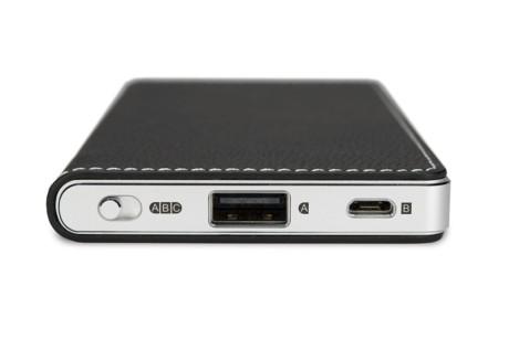 Bland ingångarna hittar vi Micro-USB till Android och USB-A till iPhone/iPad. Foto: Oppo