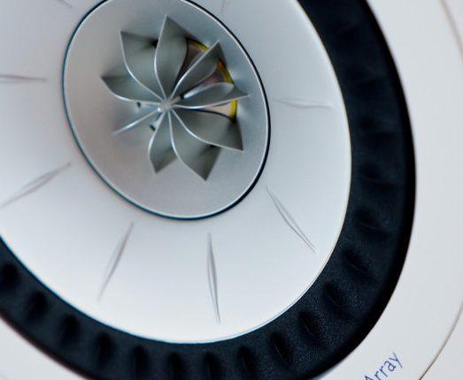KEFs UniQ-elementer har diskanten i midten av mellomtonebassen, som gir et ekstremt distinkt lydbilde. Foto: Geir Gråbein Nordby