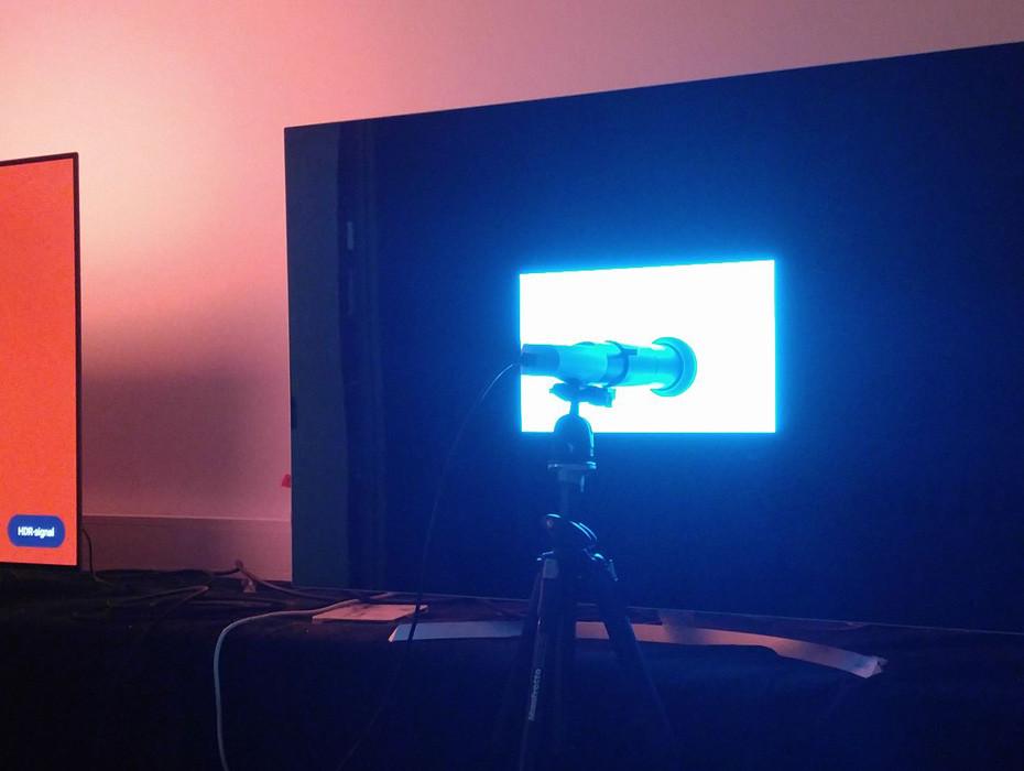 Måling og kalibrering av LG OLED55B7V ved hjelp av Klein K-10A og CalMAN programvare. (Foto: Audun Hage)