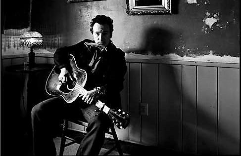 Ännu en gång är det historieberättaren Bruce Springsteen som är i centrum. Foto: brucespringsteen.net