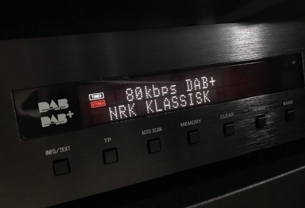 Men man får ikke ut potensialet når de fleste radiosendinger er 64 kbps.  I beste fall 80 kbps.
