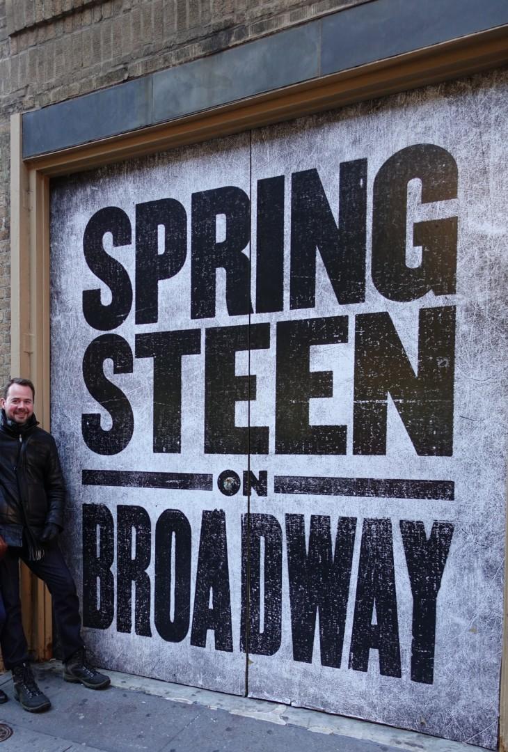 En kall decemberdag 2017, utanför The Walter Kerr Theatre, New York (Foto: Tor Aavatsmark)