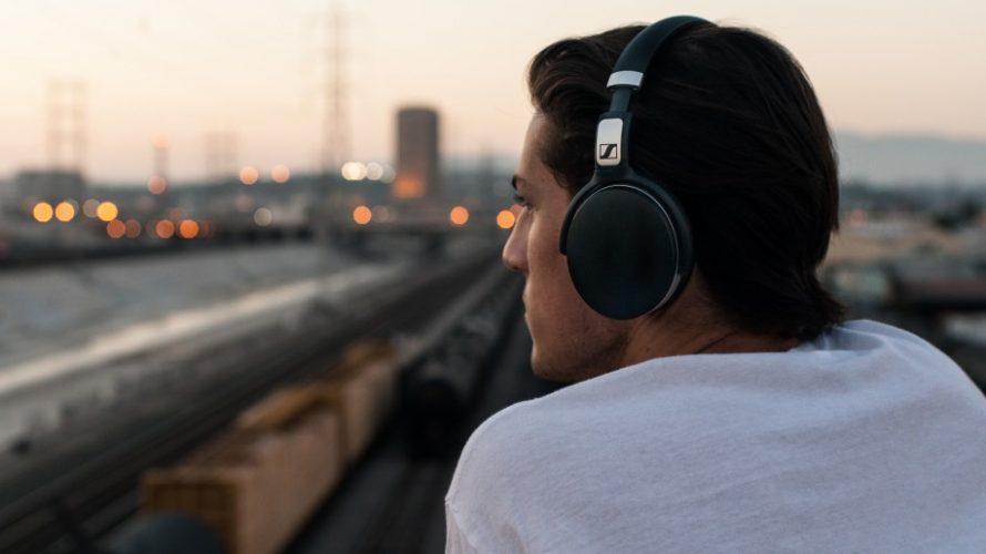 Seks prisgunstige støyreduserende hodetelefoner