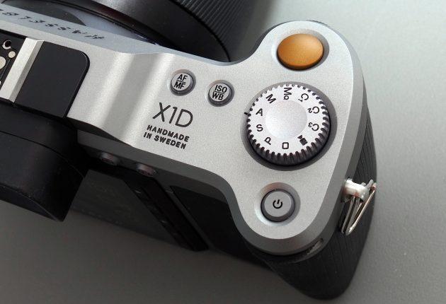 Programhjulet kan senkes ned i kameraet slik at man ikke kommer borti det.