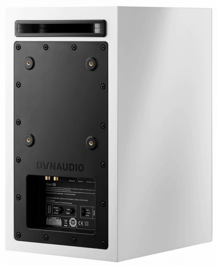 På baksidan av högtalarna finns kontakter för både analoga och digitala  ljudkällor 418b5f33b1389