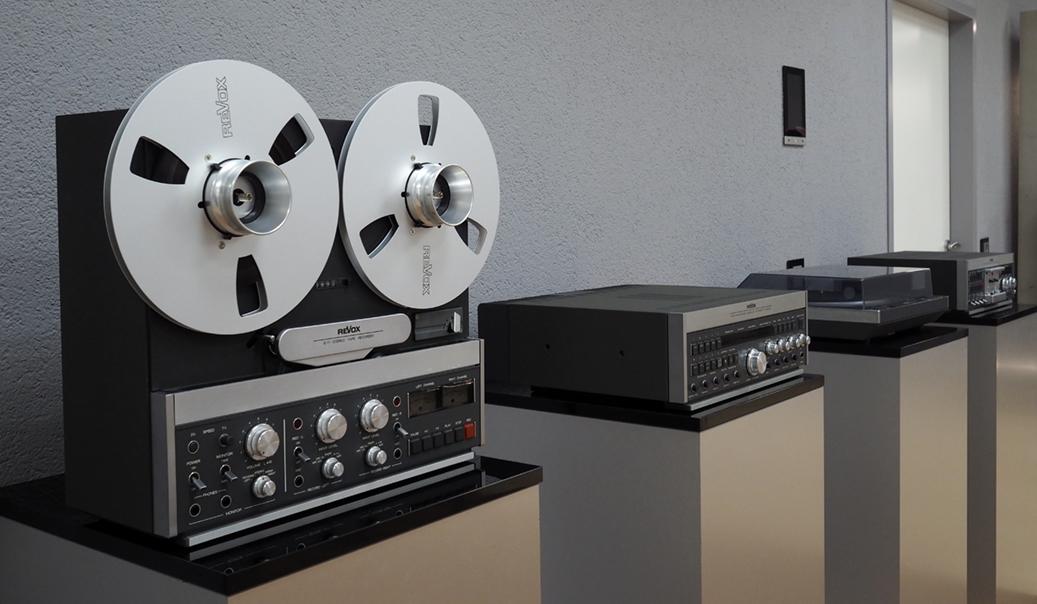 Rullbandspelaren Revox B77, receivern B780, skivspelaren med tangentialarm B790 och kassettdäcket B710. Alla från 70-talet.