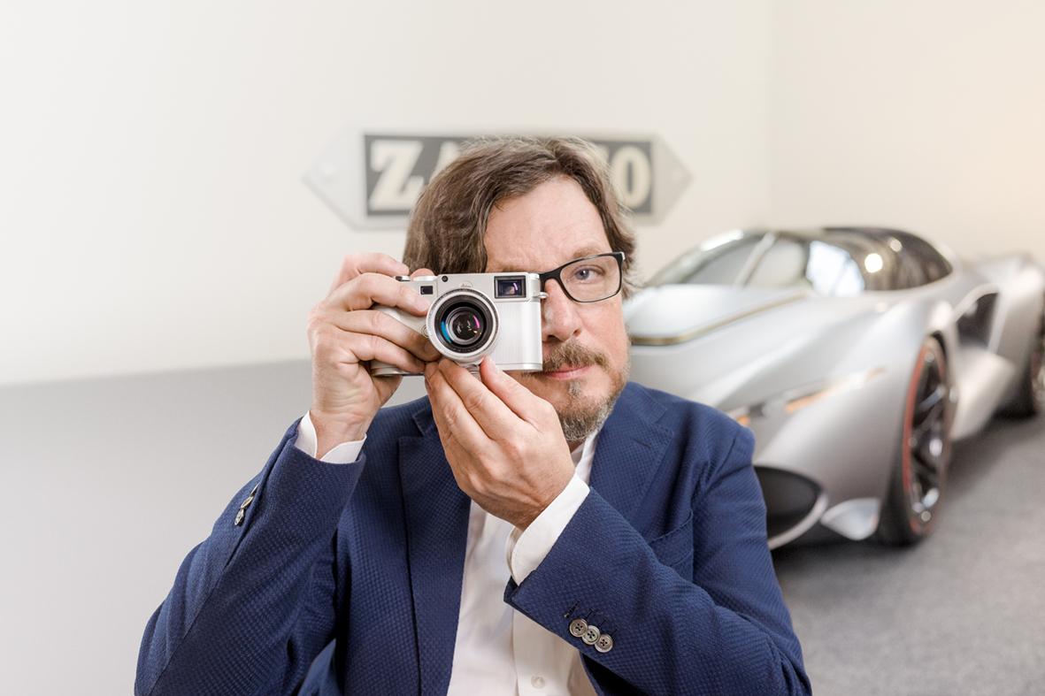 Andrea Zagato med Leica M10 Zagato. Foto: Leica