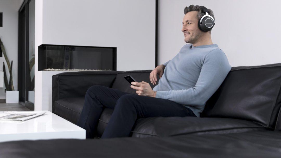 Amiron Wireless är stora hörlurar som omsluter öronen. Foto: Beyerdynamic