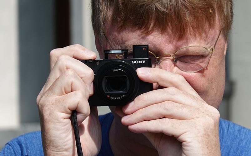 Kameran är nästan omöjligt liten. Foto: Sony