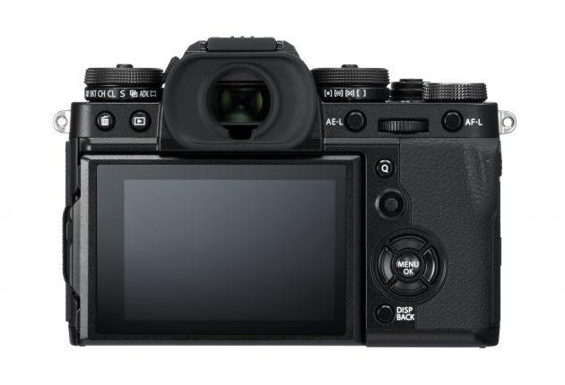 Den vippbare pekeskjermen og den fantastiske søkeren er bedre enn på Sony a7 III. Foto: Fujifilm og Lasse Svendsen