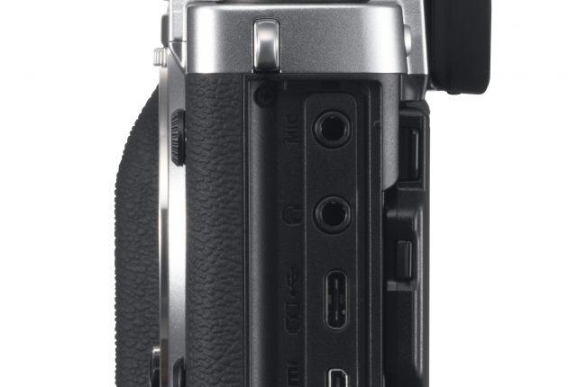 Tilkoblinger for mikrofon, hodetelefoner og HDMI med 4K 4:2:2 10-bit ut. Foto: Fujifilm og Lasse Svendsen