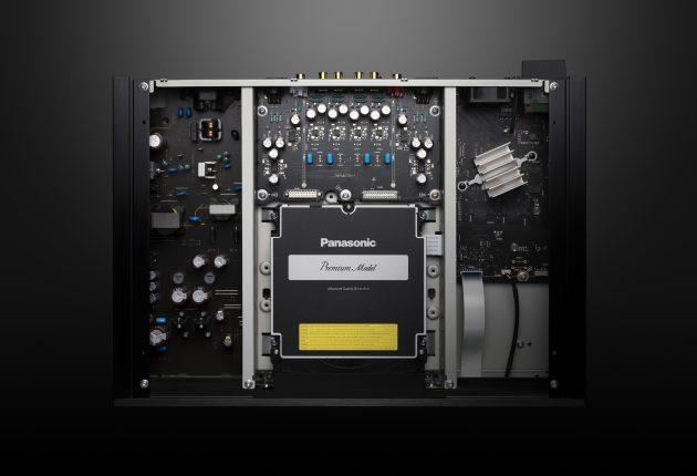 Seriøs innmat: Panasonic DP-UB9000 har et solid tolags kabinett med separate strømforsyninger til audio- og videodelen.