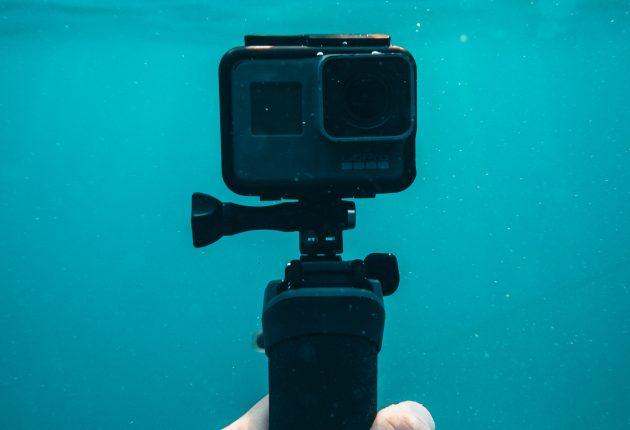 GoPro Hero7 Black tåler å være 5 meter under vann, uten noe ekstra undervannshus. Foto: Oliver Sjöström