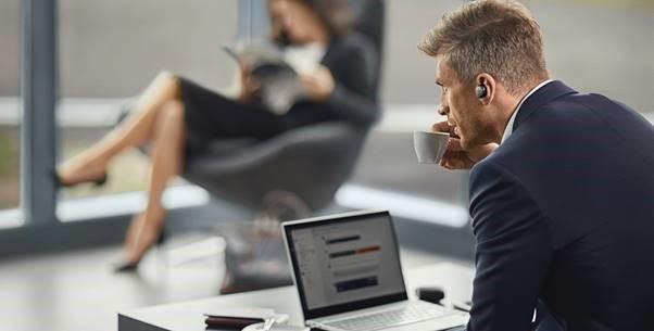 Verdens første ekte trådløse ørepropper for forretningsbruk