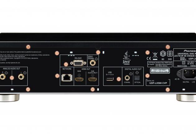 På baksiden av UDP-LX500 finner du det meste, bortsett fra balansert XLR-utgang. Foto: Pioneer