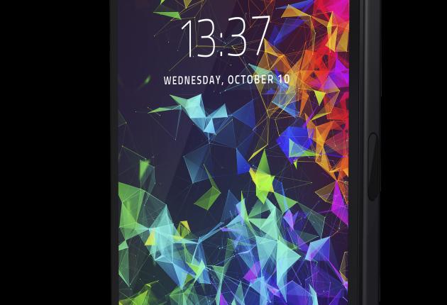 Razer Phone 2 er med sitt kantede ytre forfriskende barsk å se på. (Foto: Razer)