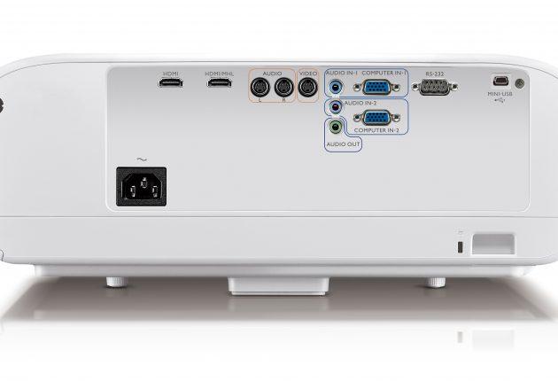 Denne typen projektorer gjør lurt av å ha lydutgang, og jommen finner man det på BenQ W1600UST. I tillegg til to HDMI-innganger, selvsagt. Foto: BenQ