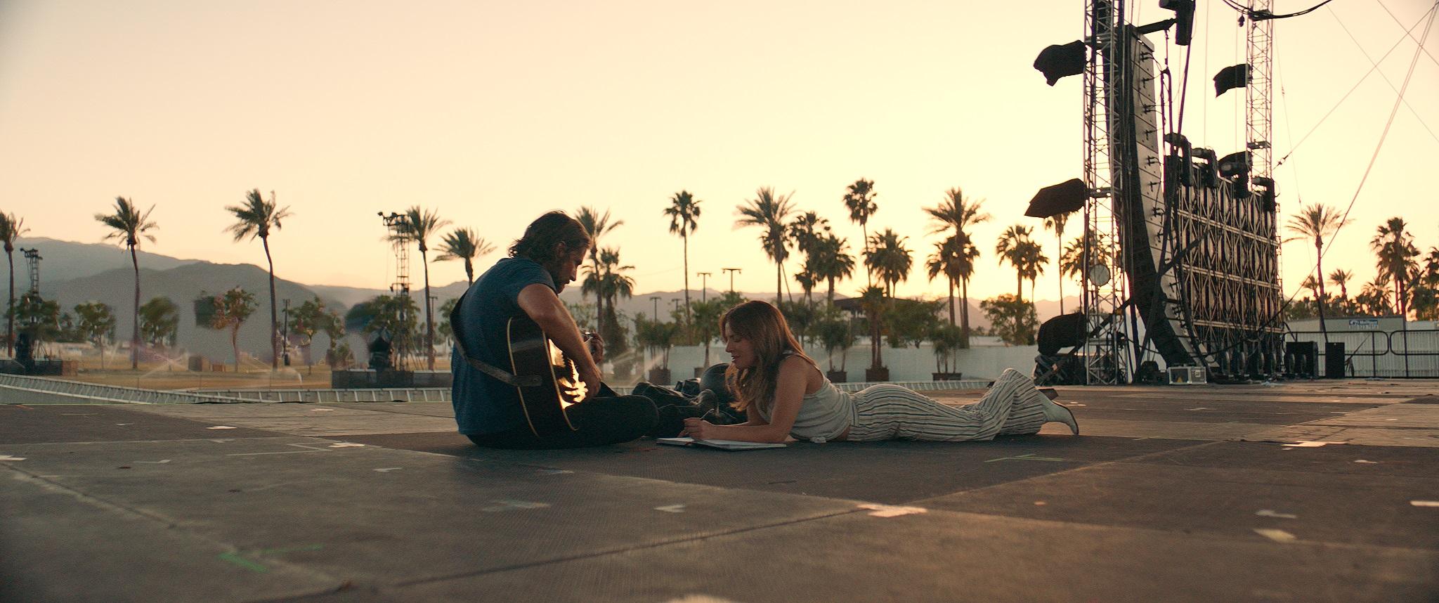 """Om inte """"Roma"""" vinner så tippar vi att Cooper (som regisserade A Star is Born"""" triumferande kan lyfta en statyett 24:e februari. Foto: Fow/Paramount"""