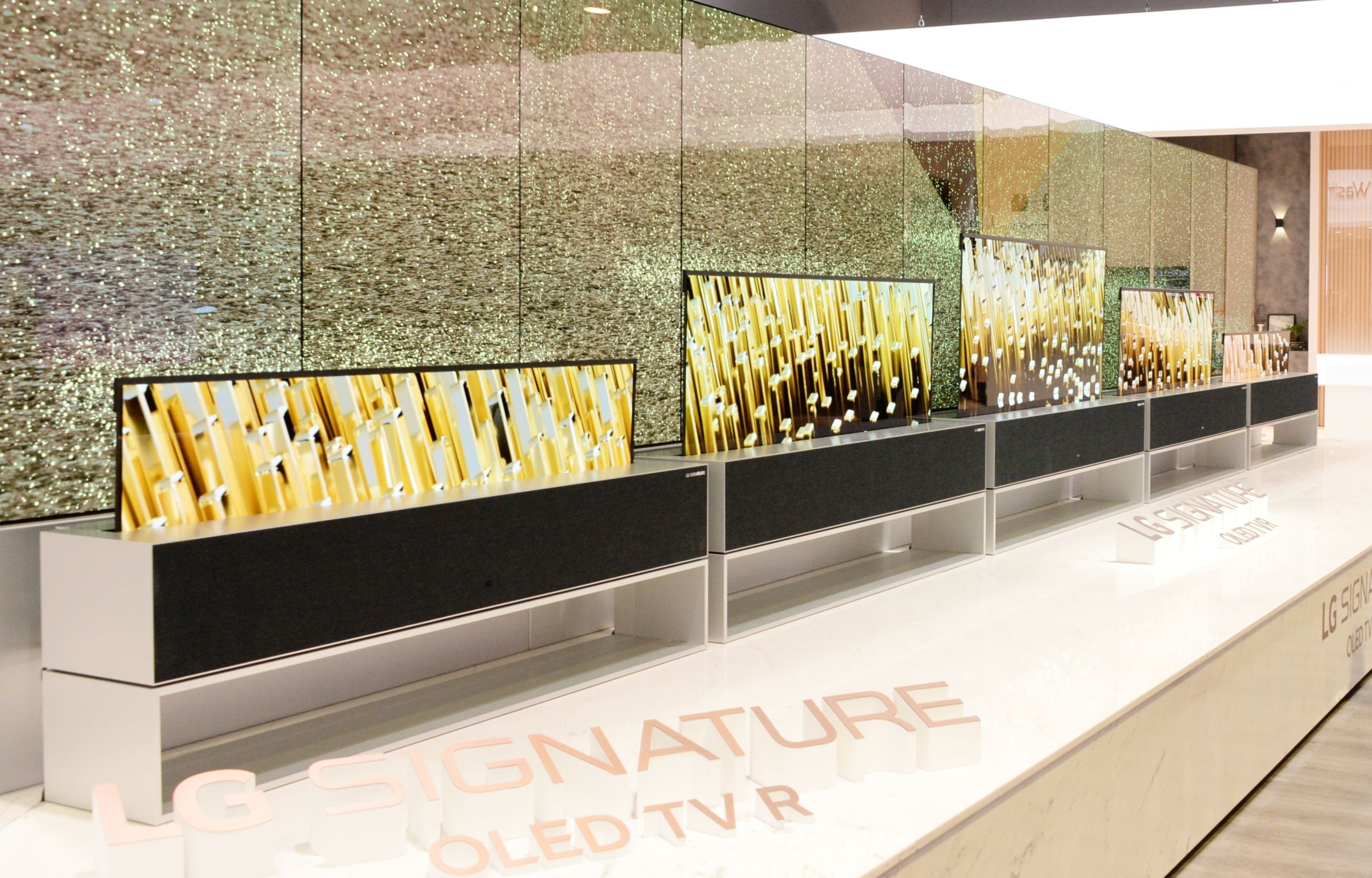 LG-OLED-TV-R-Booth-03