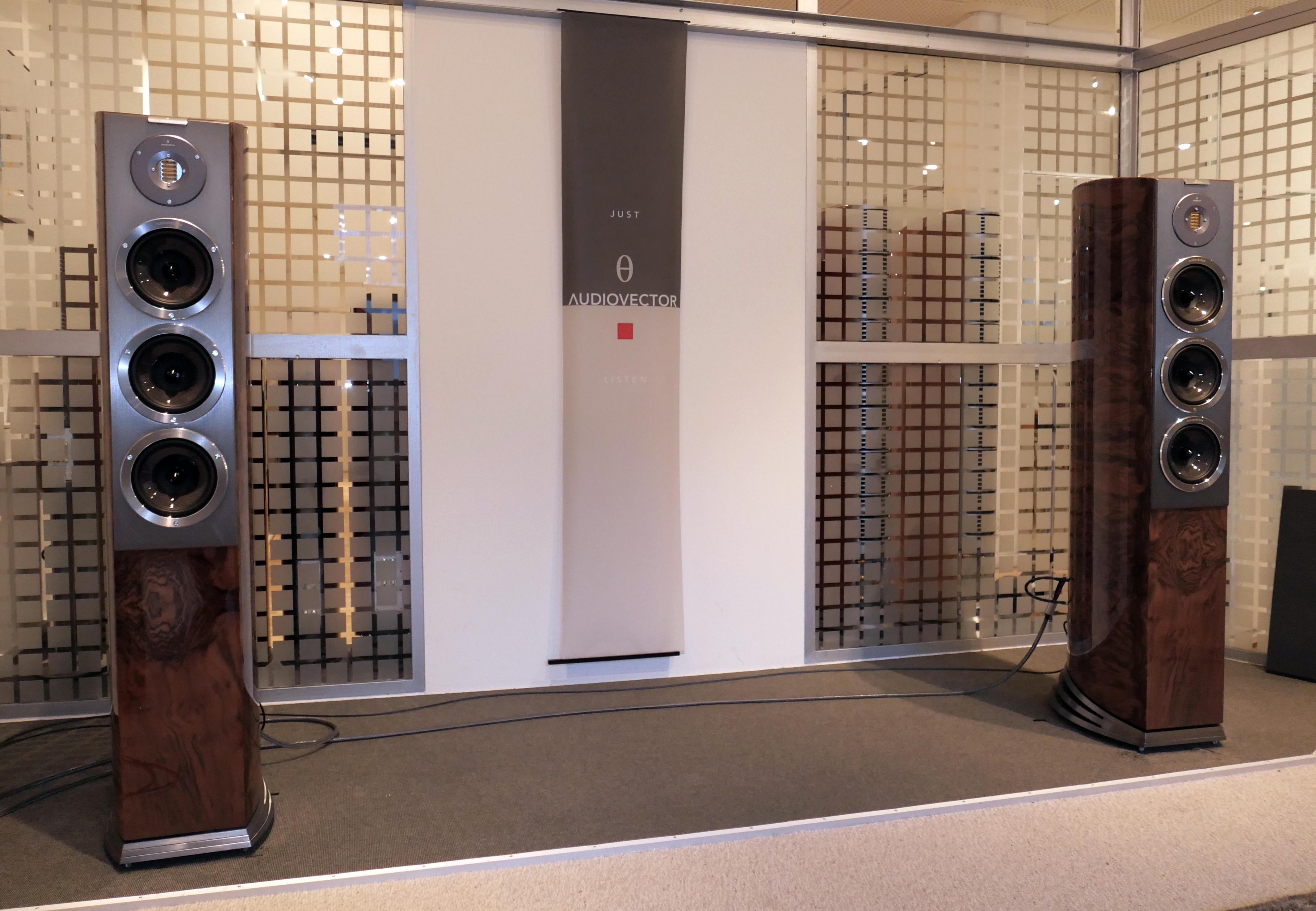 R8 Arreté är en mindre version av Audiovectors flaggskepp R11. Foto: Lasse Svendsen