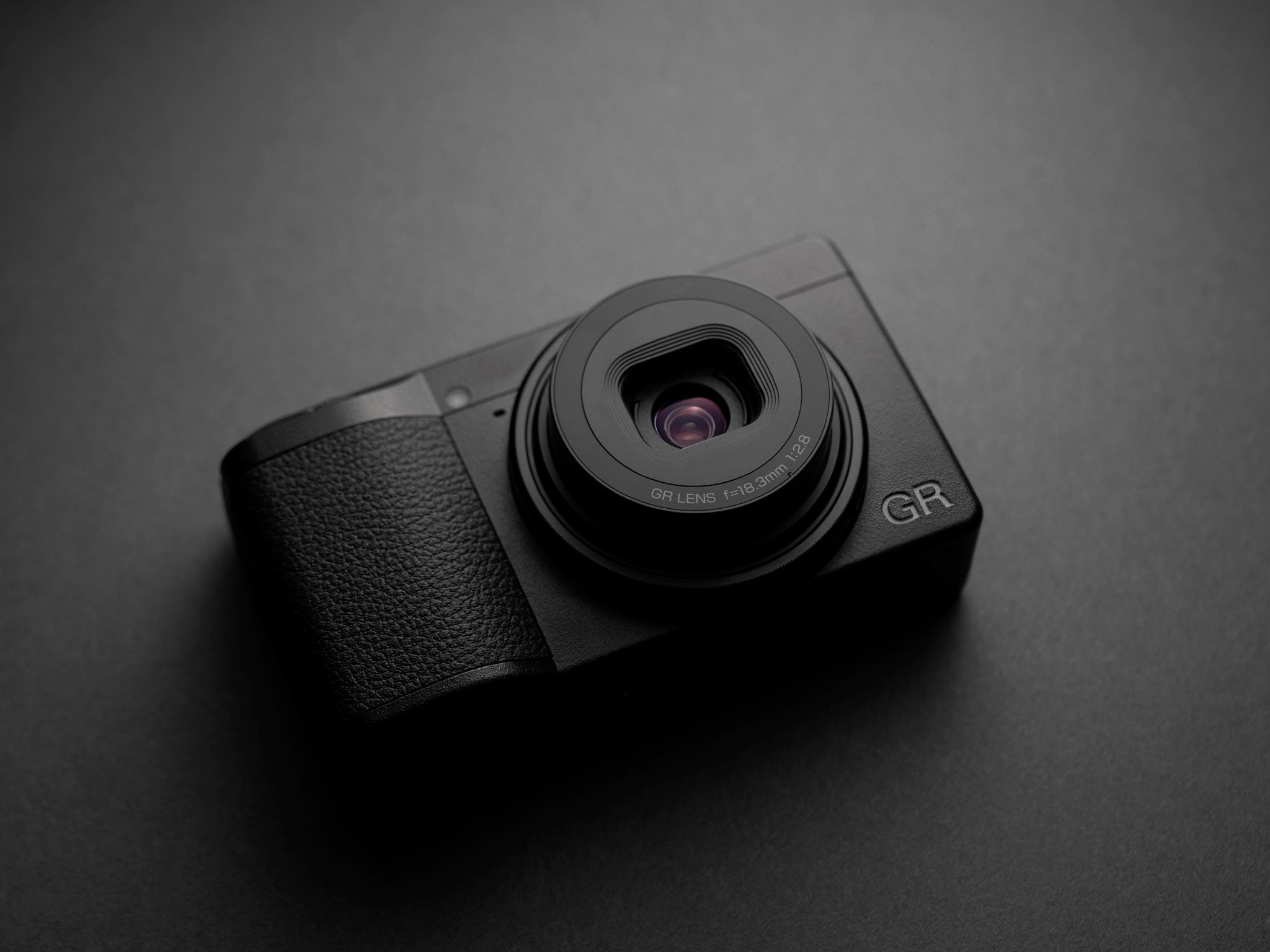 28 mm vidvinkel med f2.8 och 24 Mp APS-C-sensor. Foto: Ricoh