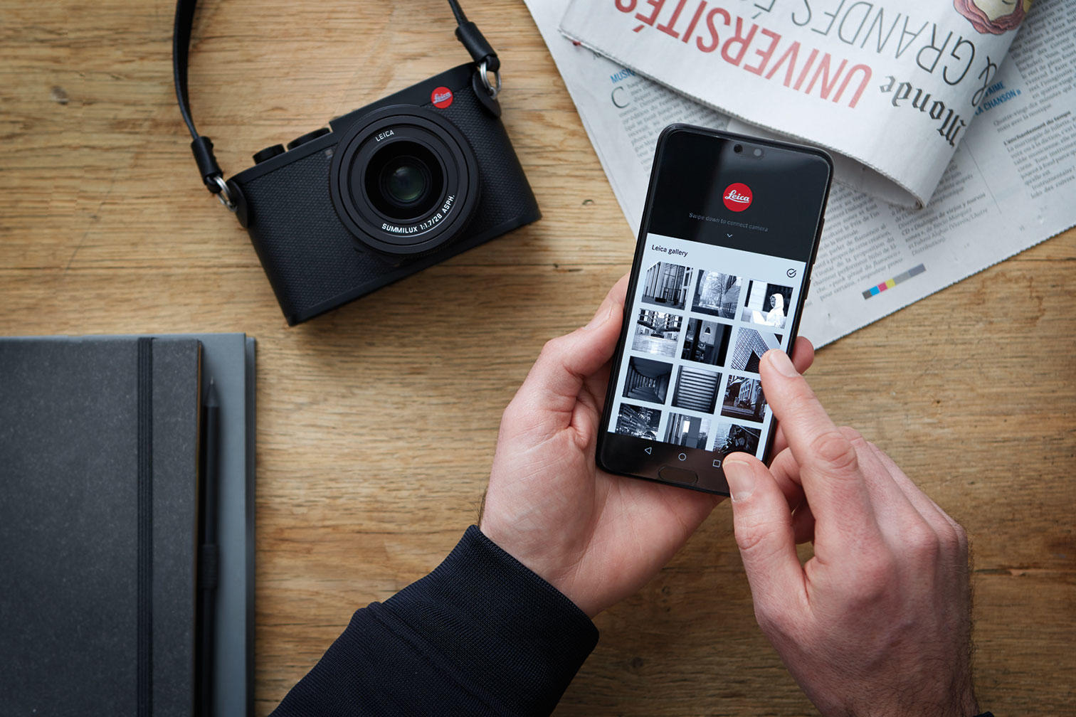 Det finns en app för delning av bilder och styrning av kameran.