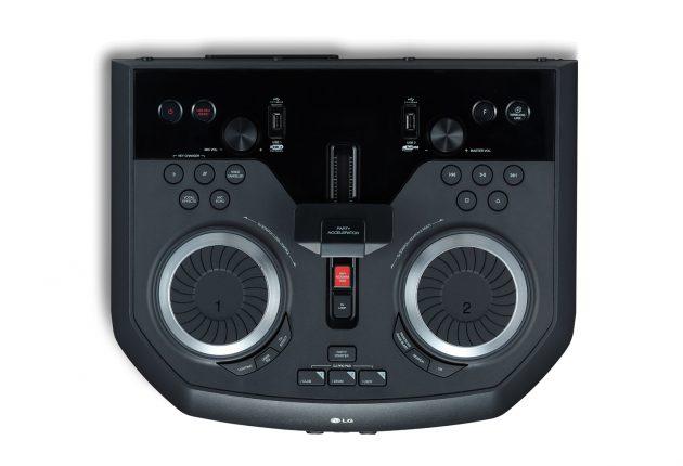 Flere knapper, ratt og spaker enn man trenger for å leke DJ. (Foto: Produsenten)
