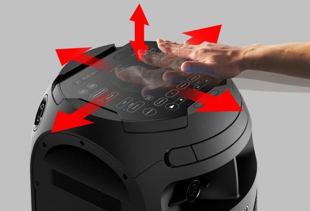 Etter et par drinker kan noen leke DJ bare ved å vifte med hendene for å endre volumet og styre effektene. (Foto: Produsenten)