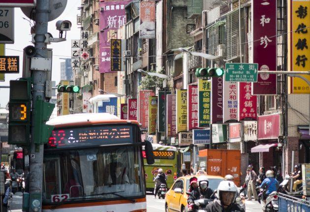 Som i enhver annen millionby er trafikken i Taipei tett. Men ikke så ille som man kunne tro. De fleste kjører nemlig på scooter. Foto: John Alex Hvidlykke, L&B