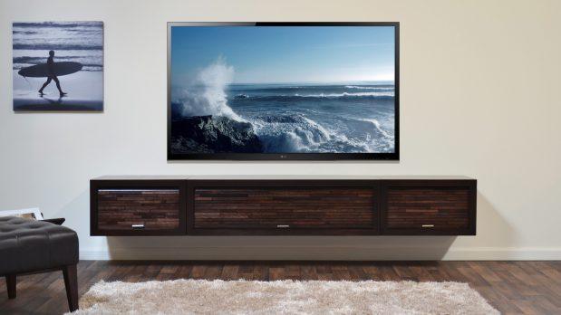 Slik henger du TV-en på veggen