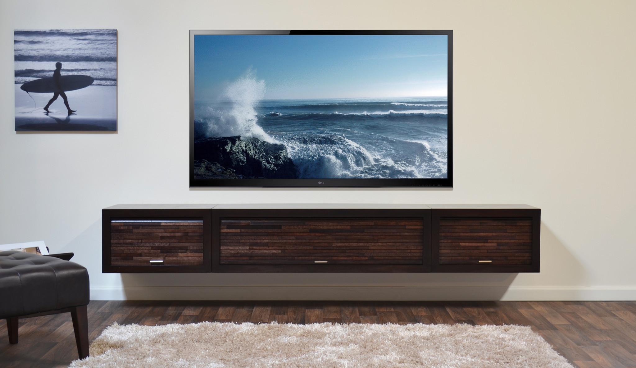 Slik monterer du TV-en riktig og trygt på veggen