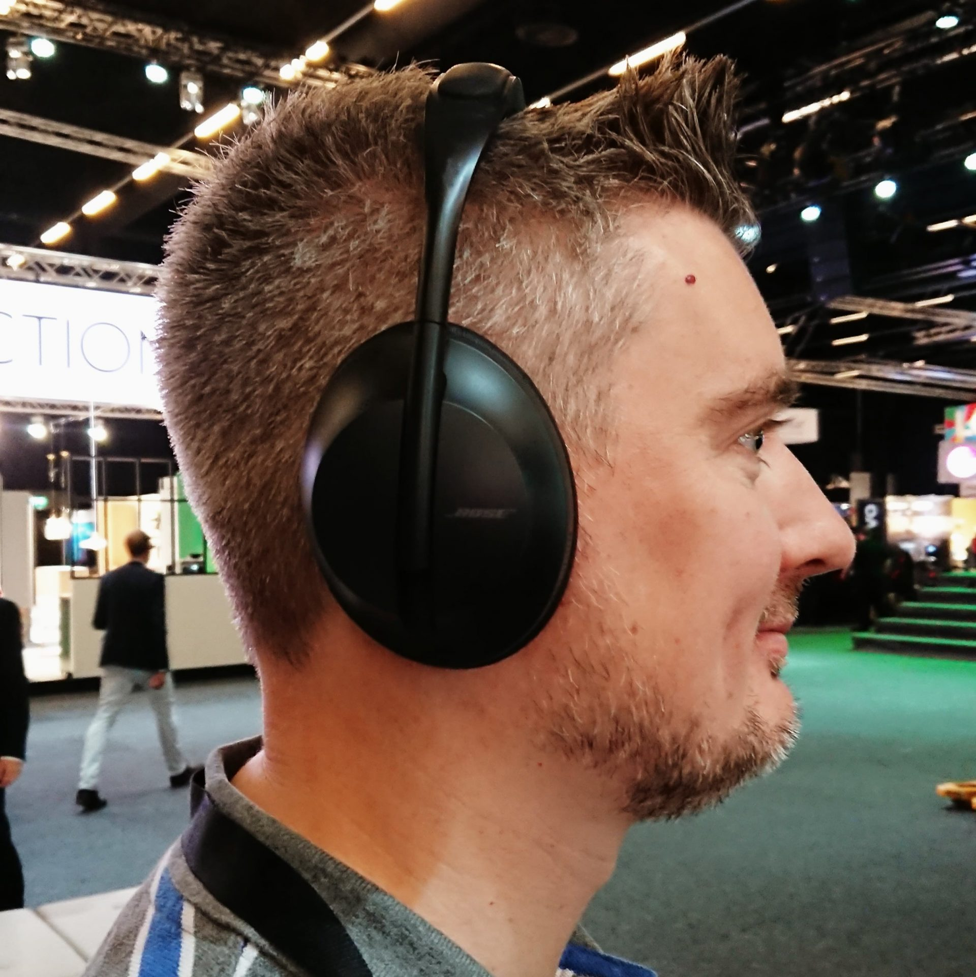 Bose NCH 700 har gott om vaddering på både huvudbygeln och runt öronkåporna. Foto: Audun Hage, Ljud & Bild