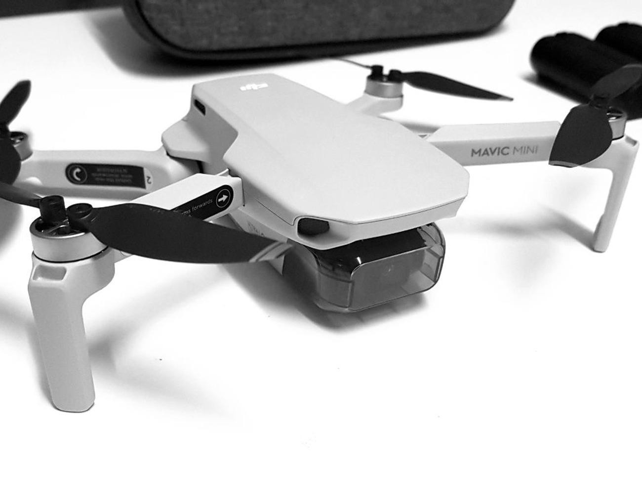 DJI Mavic Mini Combo Flyvende videokamera Droneflyging blir hverken enklere eller morsommere enn dette.