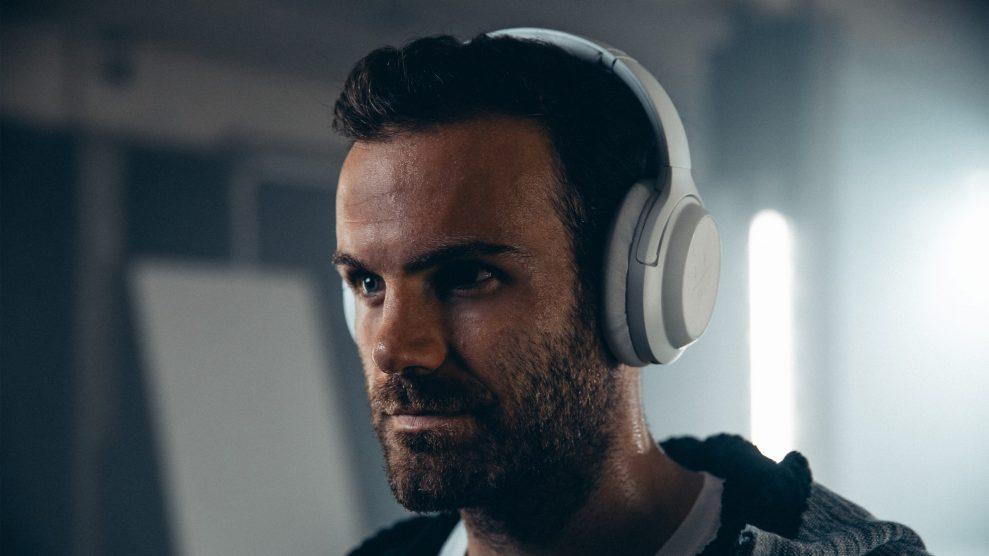 TEST: 12 trådløse hodetelefoner med elektronisk