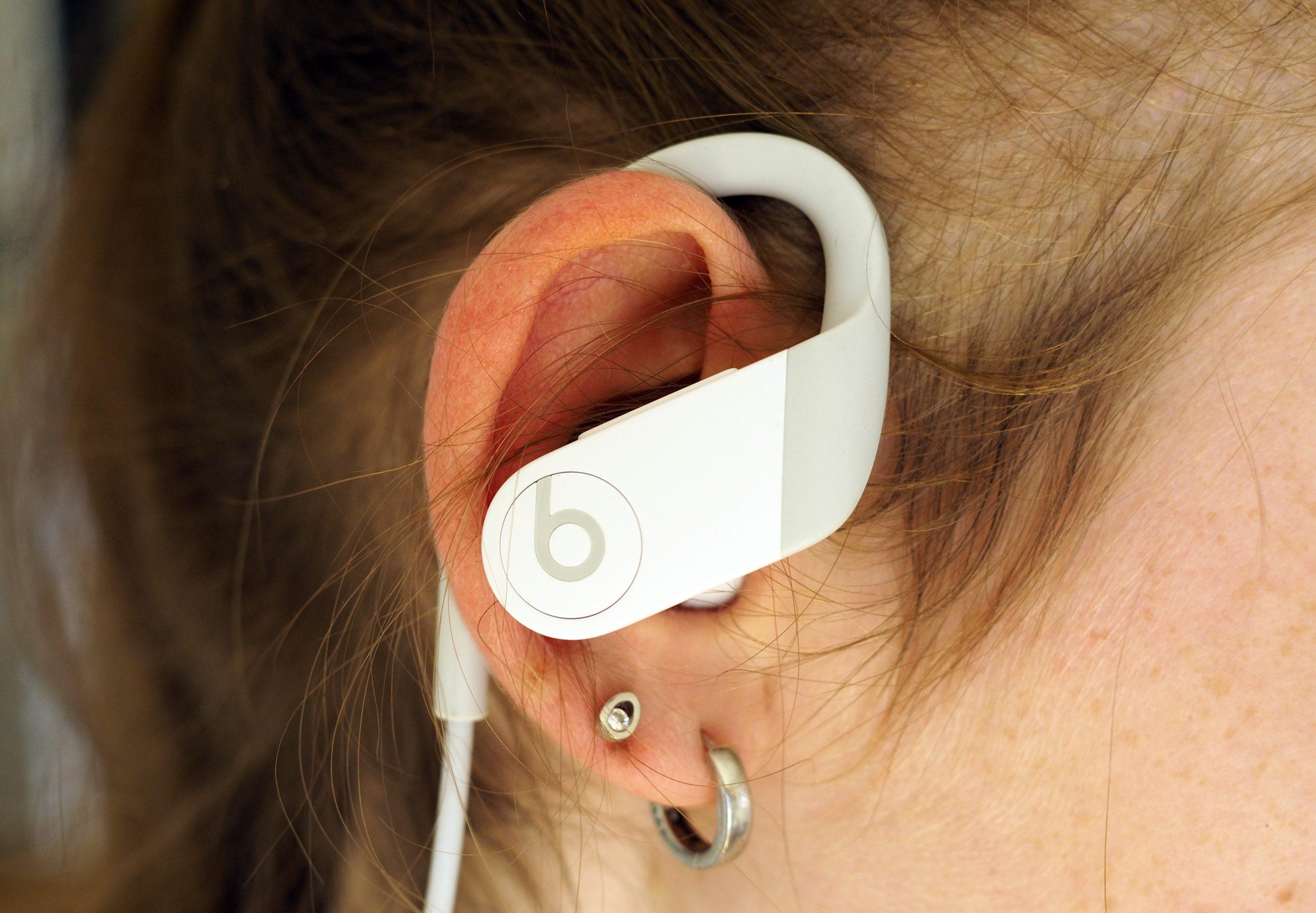 Powerbeats 2020 in ear scaled - Powerbeats 4