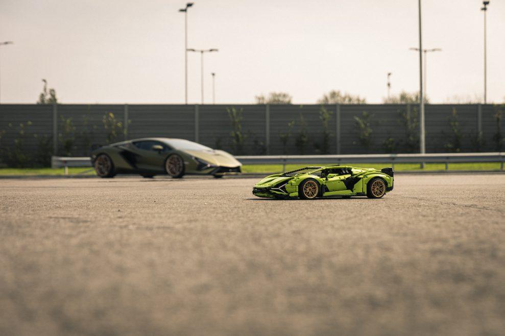 Lego Technic vs Lamborghini Sián FKP 37